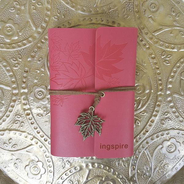 Dit notitieboek kan je ook in de kleur rose, donkergroen, blauw en appelgroen kopen. Welke kleur kies jij?
