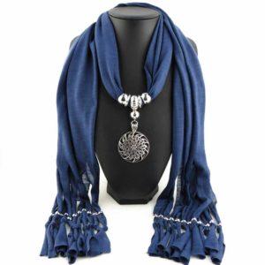 Blauwe sjaal met mooi sieraad - Koop jouw symbolisch cadeautje op Inspirerendwinkelen.nl