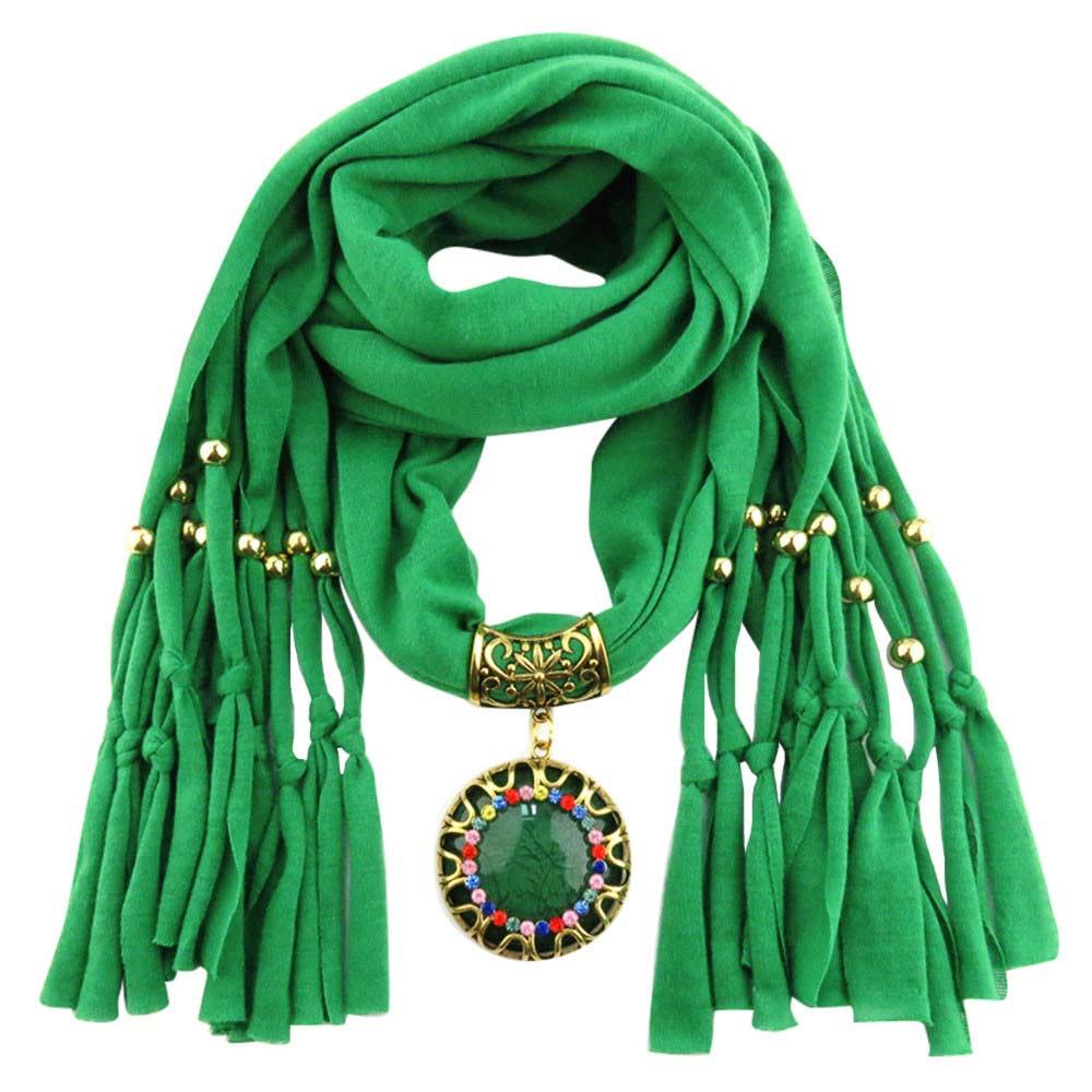 Groene bijzondere sjaal kopen met prachtig sieraad - kijk op www.inspirerendwinkelen.nl
