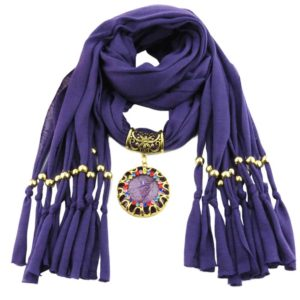 Paarse bijzondere sjaal kopen met prachtig sieraad - kijk op inspirerendwinkelen.nl