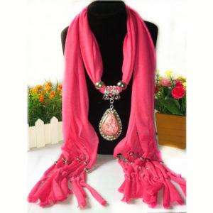 Roze trendy sjaal kopen met prachtig sieraad - kijk op inspirerendwinkelen.nl