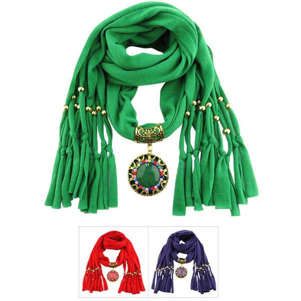 Koop deze bijzonder mooie symbolische sjaal met hanger in de kleur groen