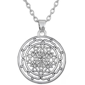 Koop deze Sri Yantra talisman ketting als symbool voor innerlijke kracht en gezondheid.