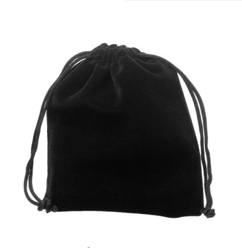 Zwart fluwelen sieradenzakje gratis bij jouw Sri Yantra Talisman ketting - inspirerendwinkelen.nl
