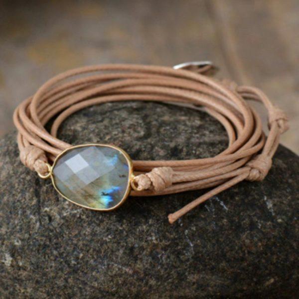 Een bijzonder cadeau is deze armband met Labradoriet steen