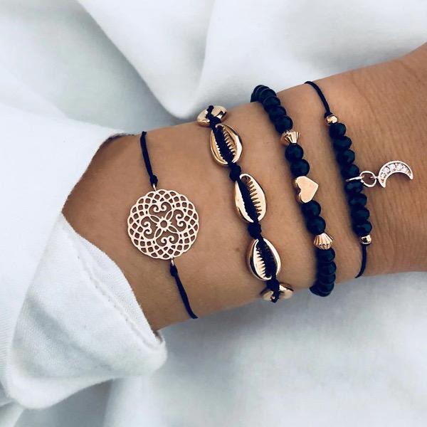 Geef een chique mooi armbandje aan jezelf of aan je vriendin. Deze armband met Schelpen symboliek is een mooie geluksbrenger en een trendy cadeautje om te geven,
