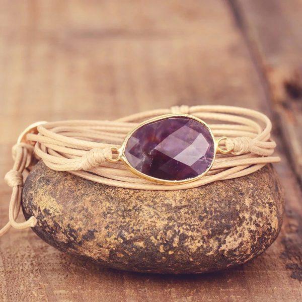Prachtige Amethist wikkelarmband voor jouw yoga meditatie moment. Symbolisch sieraad met betekenis